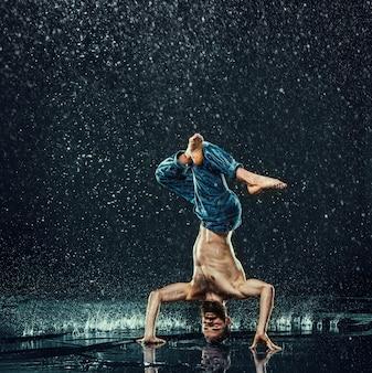 Breakdancer im wasser