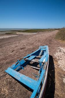 Breite ansicht der ria formosa-sumpfgebiete gelegen in der algarve, portugal.