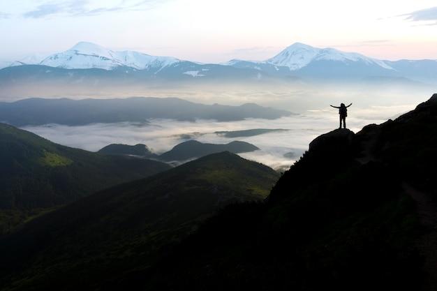 Breites bergpanorama