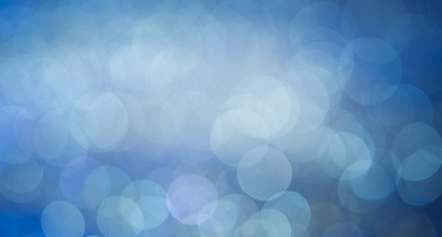 Breites fanseiten-panoramaformat des blauen bokeh abstrakten hellen hintergrundes.