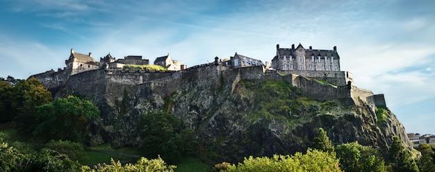 Breites panorama edinburgh-schlosses, schottland, großbritannien