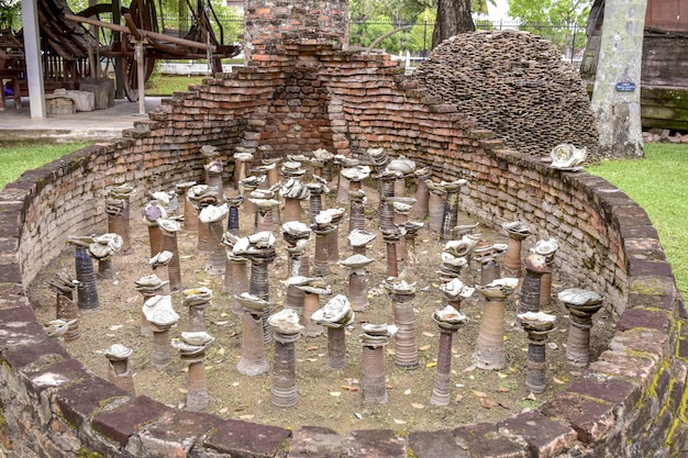 Brennende alte tonwaren in thailand