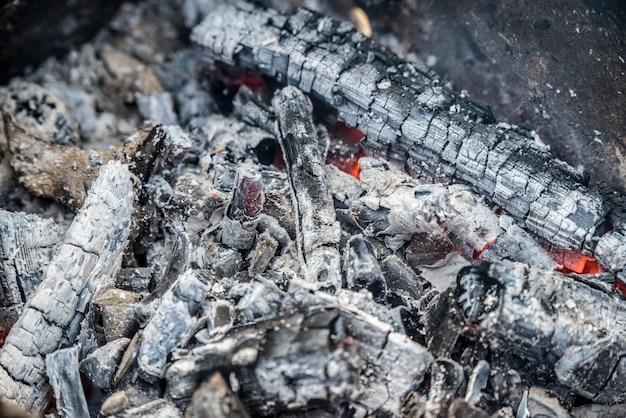 Brennende kohlen hautnah, hintergrundansicht von oben