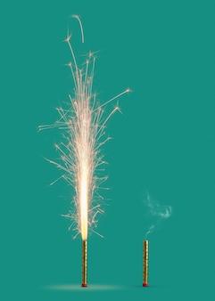 Brennendes feuerwerk mit hellen funken und rauch von verbrannter kerze auf einem türkisfarbenen hintergrund, kopierraum. konzept der festlichen veranstaltung.