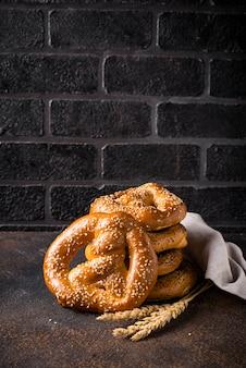 Brezeln, traditionelle festliche bayerische bäckerei