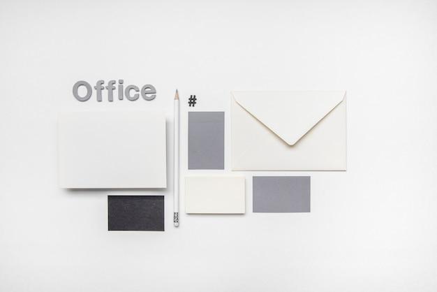 Briefpapier business visitenkarten flach liegen