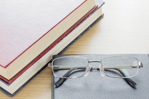 Brille auf notebook
