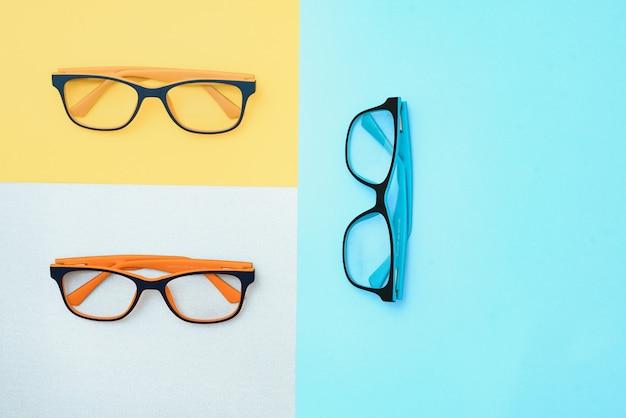 Brille isoliert auf weißem hintergrund