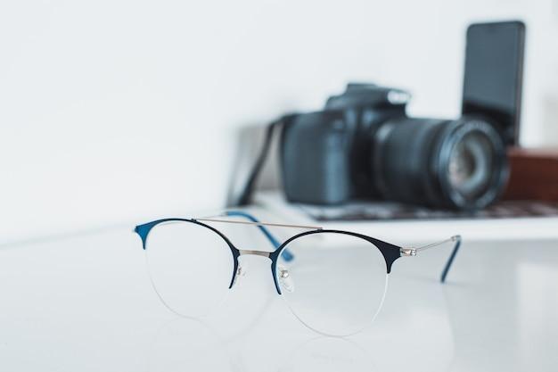 Brille mit kamera und handy
