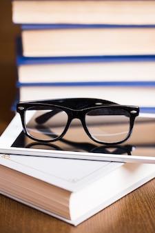 Brille und ein buch