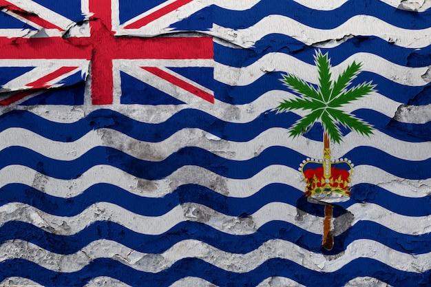 Britische flagge des indischen ozeans, die auf schmutz gemalt wurde, knackte wand