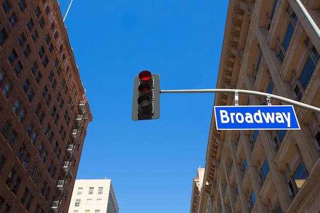 Broadway-straße los angeles-verkehrsschild herein redlight