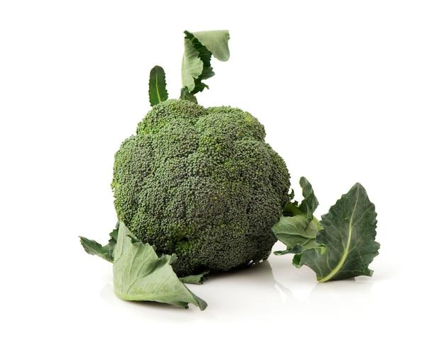 Brokkoli isoliert auf weißem hintergrund.