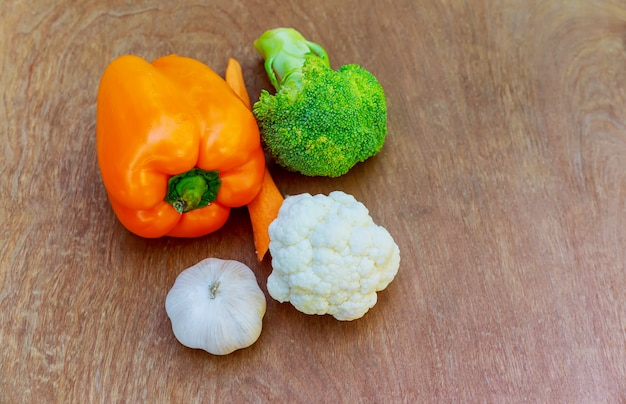 Brokkoli rabe, knoblauch, rote paprika