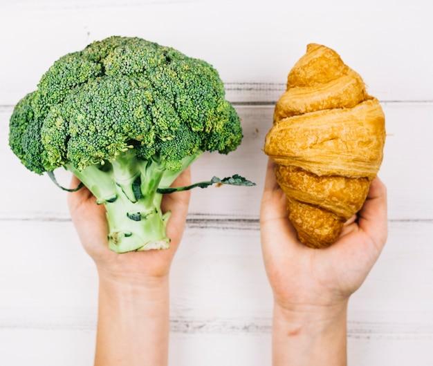 Brokkoli und croissant