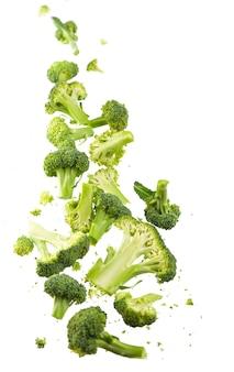 Brokkolimuster isoliert. verschiedene mehrere teile der brokkoliblume.