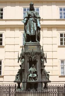 Bronzestatue des tschechischen königs karl iv. in prag, tschechische republik