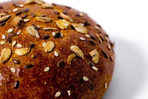 Brot lokalisiert auf weißem hintergrund