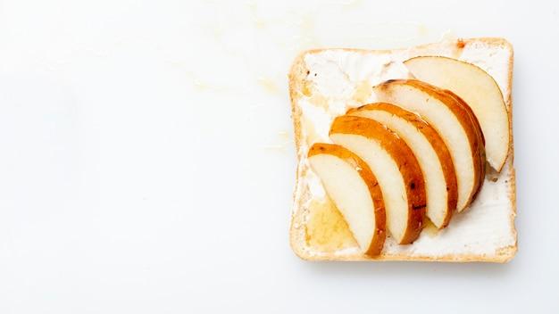Brot mit butterhonig und birnen