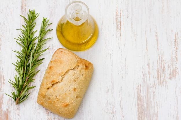 Brot mit öl und rosmarin