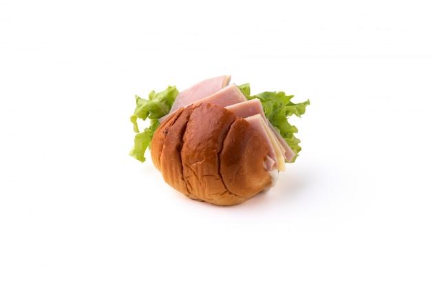 Brot mit schinkenkäse auf getrenntem weißem hintergrund