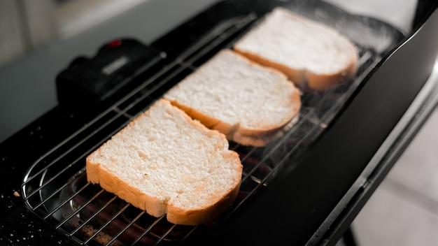 Brot toast auf brot toast maschine