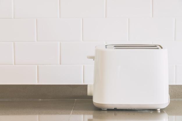 Brot-toaster in der küche