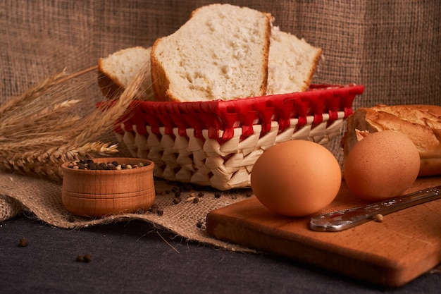 Brot- und butterkonzept des teasty hauptlebensmittelabschlusses oben