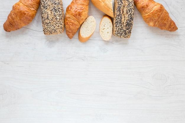 Brot und croissants