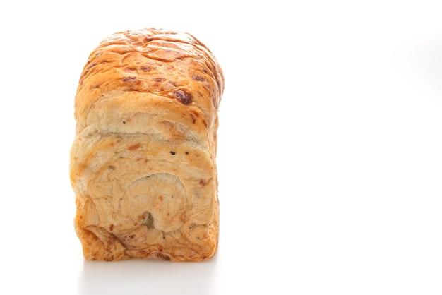 Brotlaib isoliert auf weißem hintergrund