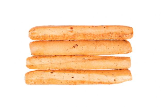 Brotstangen isoliert auf weiß. grissini, italienische grissini mit zwiebeln und kräutern. draufsicht.