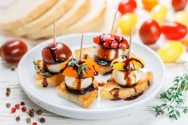 Brottoast mit tomatenkirsche