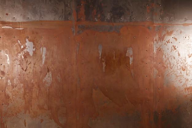 Brown-grunge-textur, zerkratzte oberfläche. industriewand aus rostigem eisenblech. metallplattenhintergrund. copyright-bereich für website
