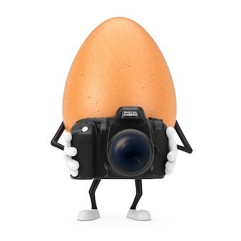 Brown-huhn-ei-person-charakter-maskottchen mit moderner digitaler fotokamera auf einem weißen hintergrund. 3d-rendering