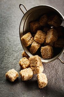 Brown-organische zuckerwürfelnahaufnahme