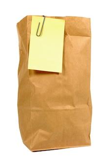 Brown papier mittagessen tasche mit gelben post-it note