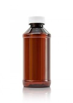 Brown-plastikflasche mit der weißen kappe lokalisiert