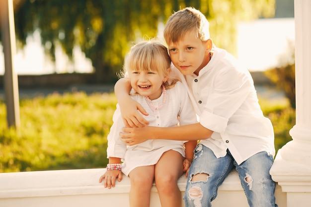 Bruder Und Schwester Allein Zu Haus