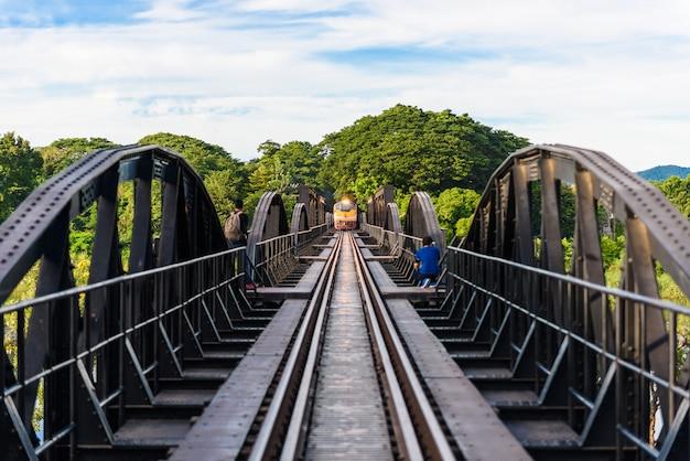 Brücke auf dem fluss kwai, kanchanaburi-provinz, thailand. linie eisenbahn-weltkrieg 2, todeseisenbahn