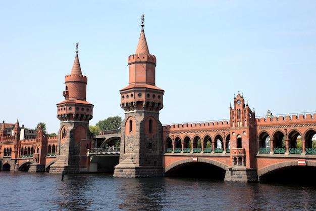 Brücke oberbaumbrücke in berlin