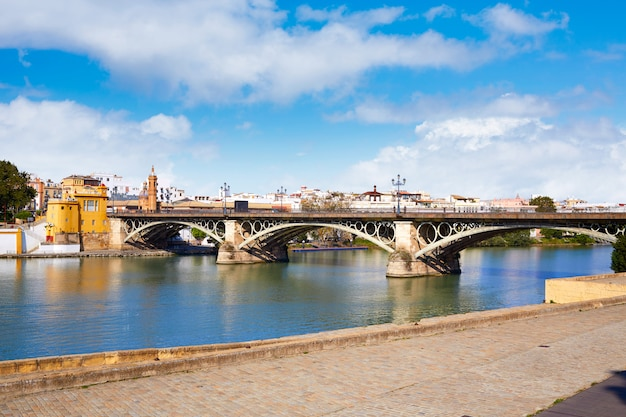 Brücke puente isabel ii in triana sevilla andalusien