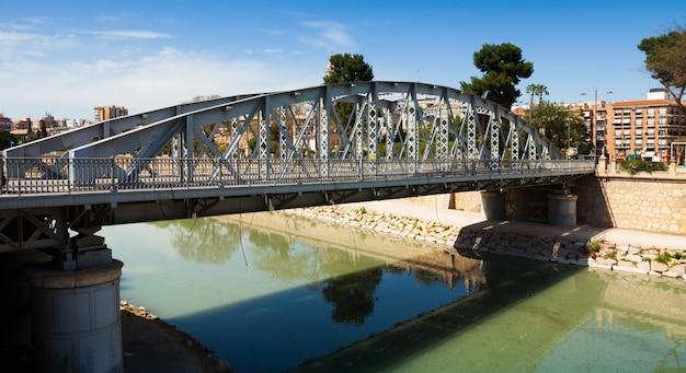 Brücke über den segura-fluss namens puente nuevo