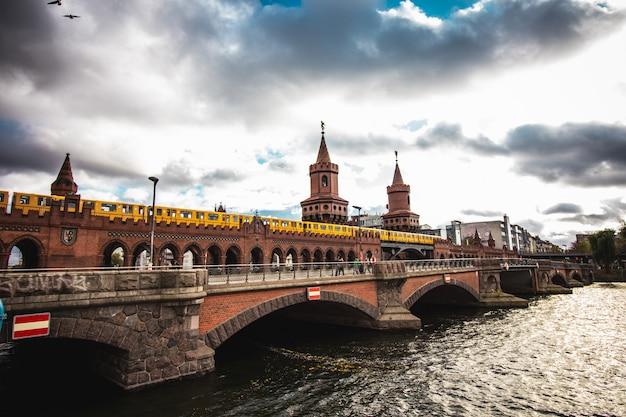 Brücke über die spree in berlin.