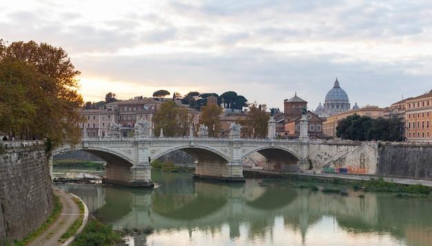 Brücke von vittorio emmanuel ii und st.peter's basilica