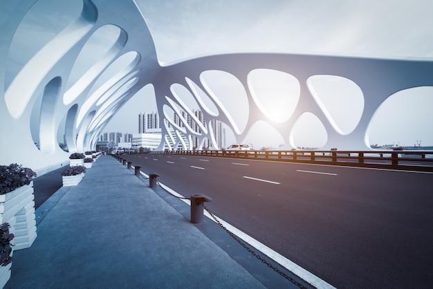 Brückenstruktur der modernen städtischen architektur