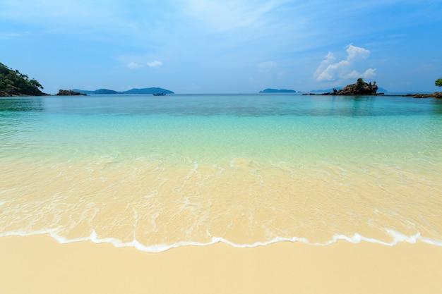 Bruer island, eine wunderschöne insel im süden von myanmar