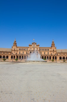 Brunnen der plaza de espana in sevilla, spanien