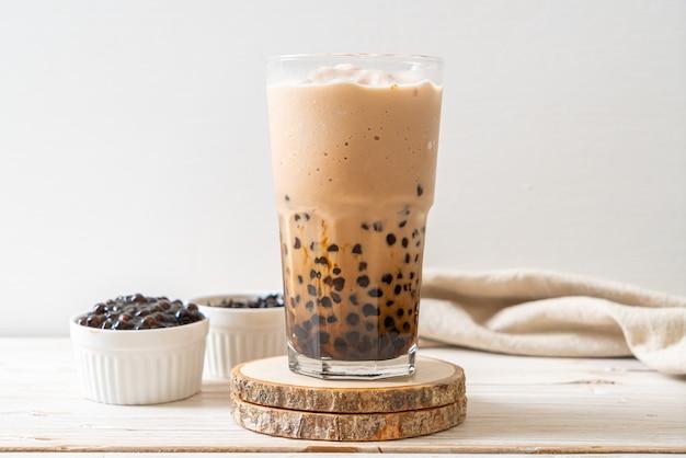 Bubble tea, auch bekannt als perlenmilchtee, bubble milchtee oder boba tee mit blasen
