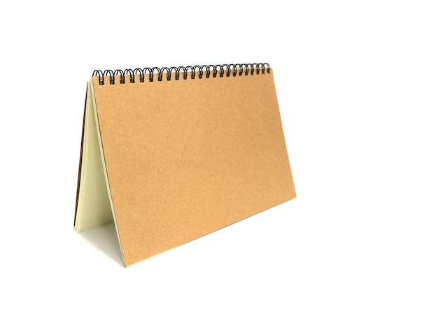 Buch mit ringrücken auf weißem hintergrund