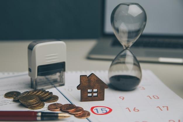 Buchhalter überprüfen und überprüfen fälligkeitsdatum für zahlung kosten und verkäufer des finanzgeschäfts